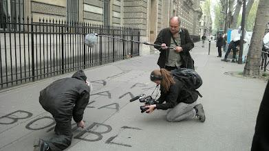 Photo: LA PAIX SANS LA BOMBE écrite à l'eau après le passage. Un message clair, n'est-il pas ?