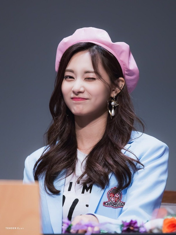 tzuyu in hat 11