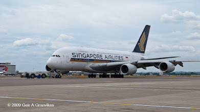 Photo: Singapore Airlines Airbus A380 starting up at London Heathrow airport
