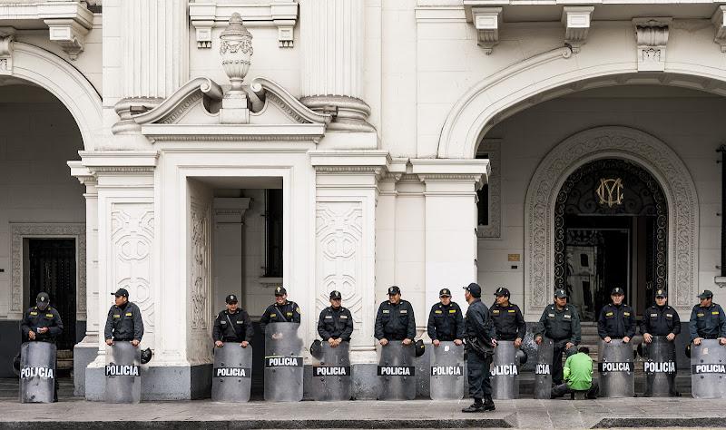 La policia e il lustrascarpe  di Viola1