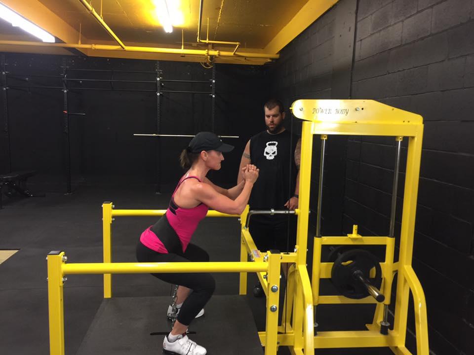 hangar gym belt squat hostyle