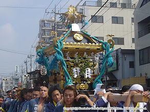 Photo: 【平成16年(2004) 本宮】 渡御開始。安全祈願を受けるべく亀ヶ池八幡宮に向かう。