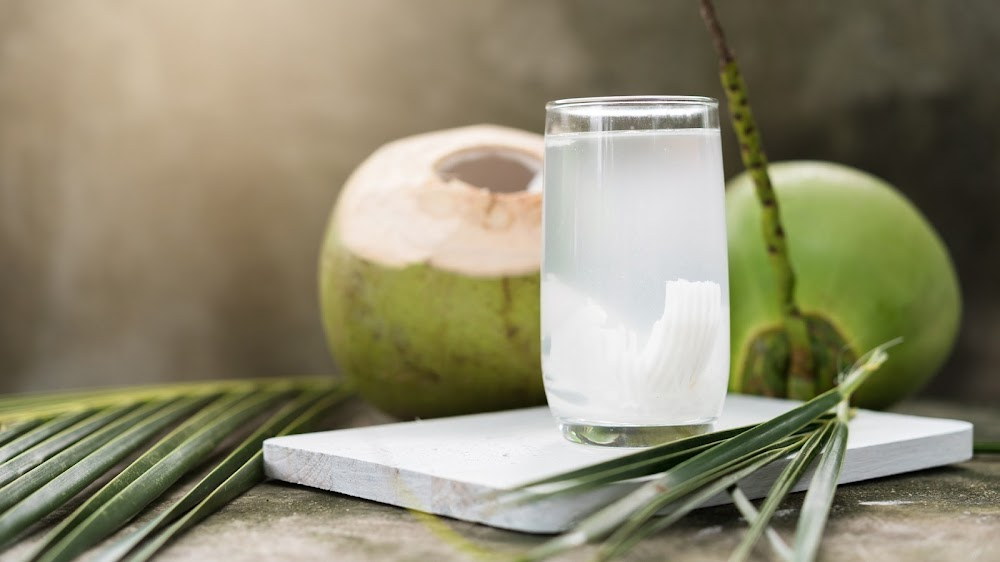 energy-food-and-drink-without-caffeine_coconut_water