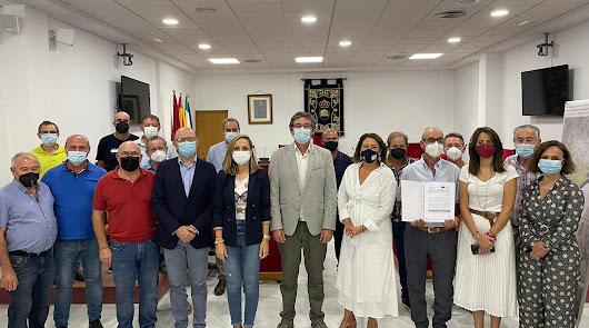 Crespo entrega una ayuda de 730.000 euros para mejorar el regadío del Río Adra
