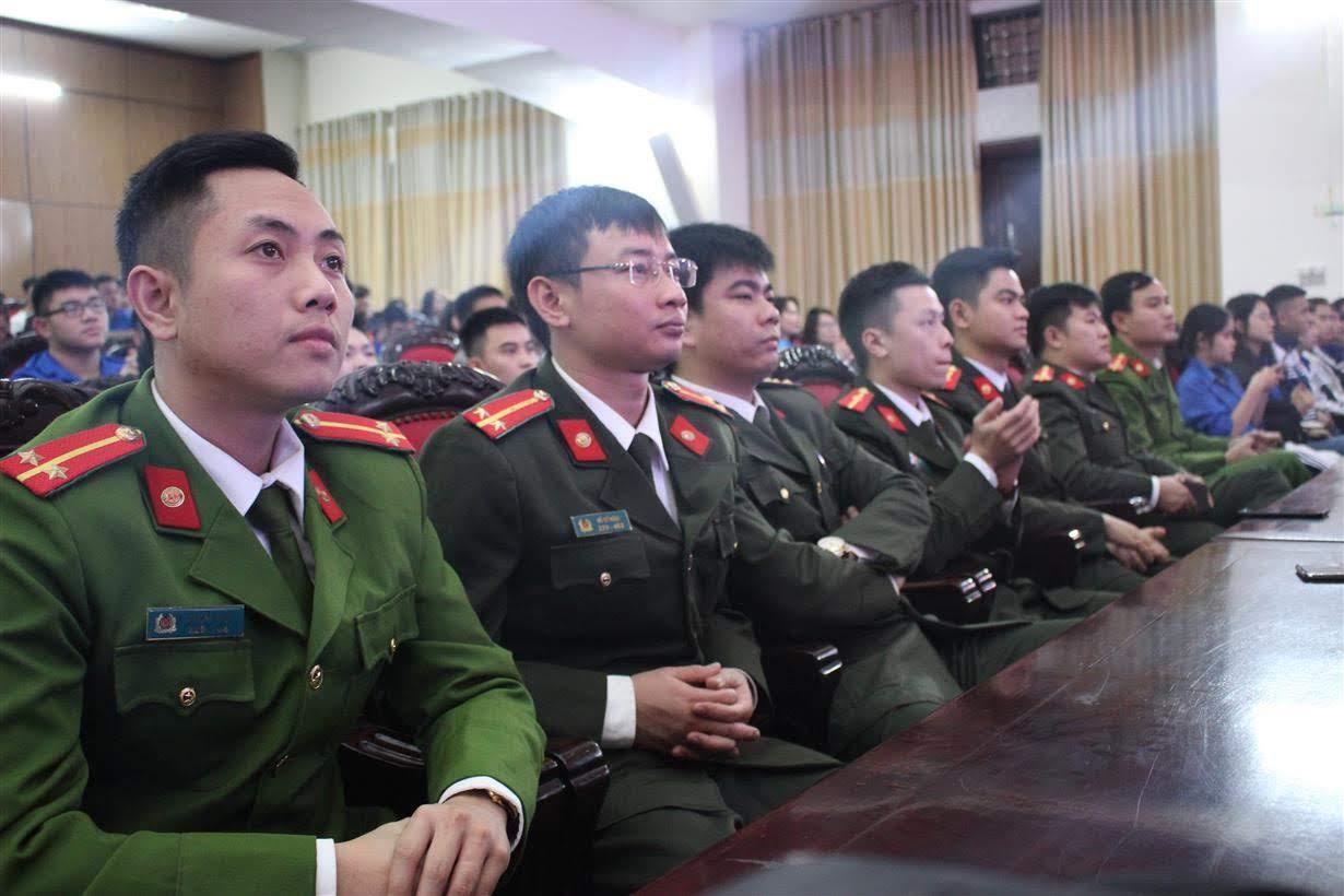 Đông đảo đoàn viên thanh niên Công an tỉnh Nghệ An tham dự