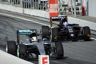 Photo: Lewis Hamilton - AMG Mercedes F1 Jolyan Palmer - Renault Sport F1 Team