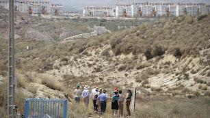 Visita de representantes de la Unión Europea a la zona contaminada de Palomares.