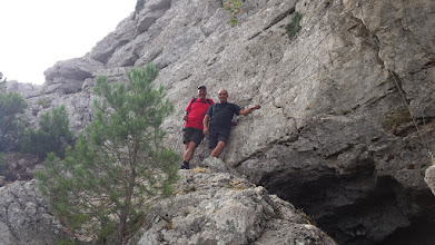 Photo: Entrada a la cueva de la Buitrera