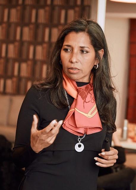 Christine Prual forme et conseille chaque année de nombreux manager en entreprise dans le secteur de l'hôtellerie
