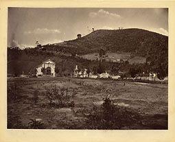 Photo: Antigo cemitério, localizado na Rua dos Artistas, aonde hoje está a Igreja do Sagrado Coração de Jesus. Foto da década de 1870