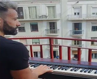 Alberto Gestoso, a pianist in Barcelona, Spain, moved his piano onto his balcony, where he played a few numbers for the neighbours.