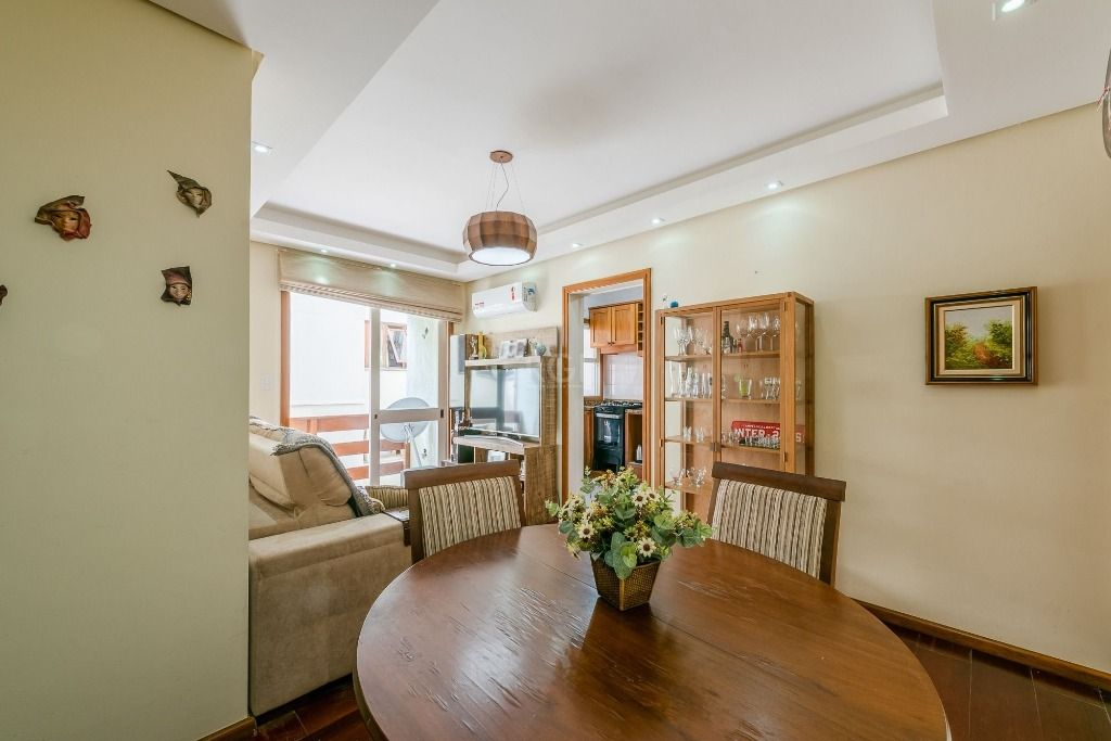 Apartamento 2 dormitórios  1 vaga no bairro Jardim Botânico.