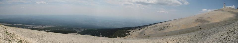 le-mont-ventoux-pres-des-chambres-dhotes-de-lescleriade-en-provence