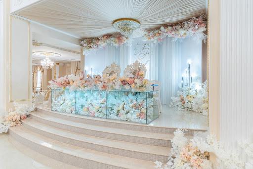 Большой банкетный зал в ресторане Парадайз для свадьбы 2