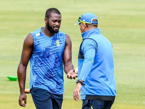 Proteas allrounder Andile Phehlukwayo talks to bowling coach Charl Langeveldt during a training session at SuperSport Park on Tuesday