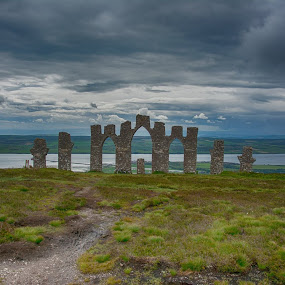 Fyrish Monument by Paul Morley - Buildings & Architecture Statues & Monuments