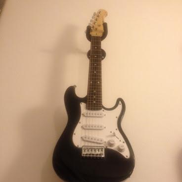 Chitarra elettrica 2/4 bambino usata