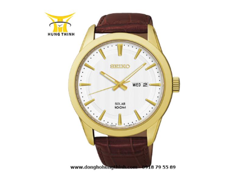 Mẫu đồng hồ SEIKO dây da nâu có vân kết hợp với mặt đồng hồ mạ vàng mang đến cảm giác của một chiếc đồng hồ cao cấp cổ điển (Chi tiết sản phẩm tại đây)