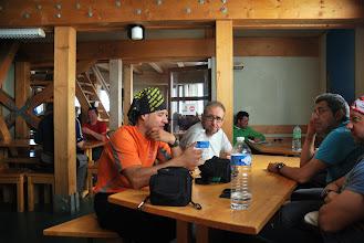Photo: Comentando las jugadas próximas con Jesús y Roberto, los granadinos que nos encontramos en Cosmicos. Foto Ch