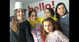 Alumnas de Hello English! aprendiendo inglés divirtiéndose.