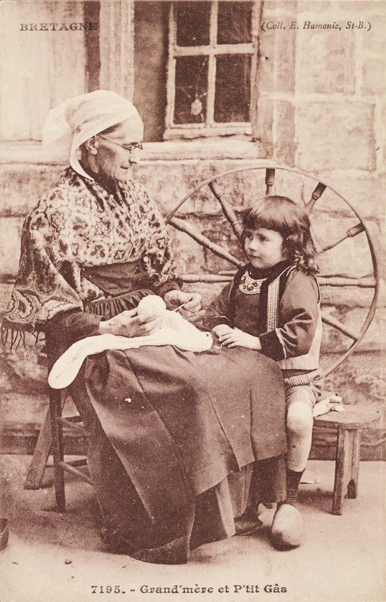 musée de la carte postale baud Grand'mère et P'tit Gâs — Google Arts & Culture
