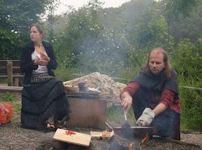 Photo: El Gar bei der Zubereitung von badaaranischem Rührei.