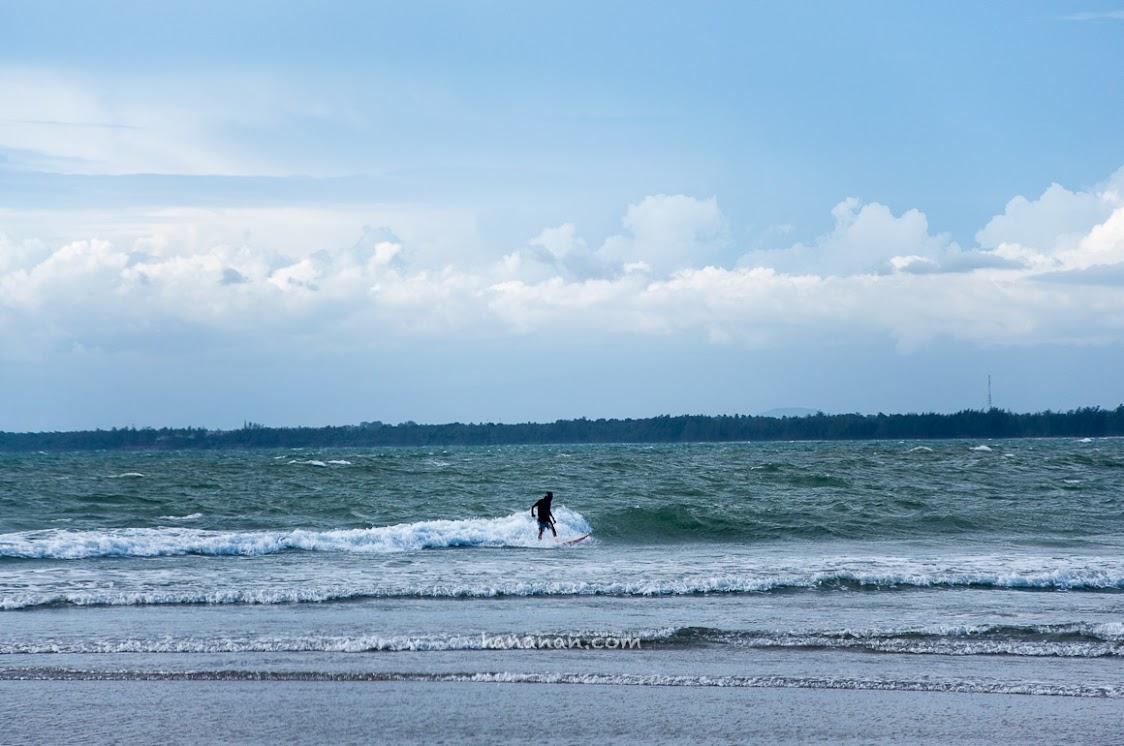 Duh kapan ya bisa belajar surfing. Salah satu bucketlist nih... :D