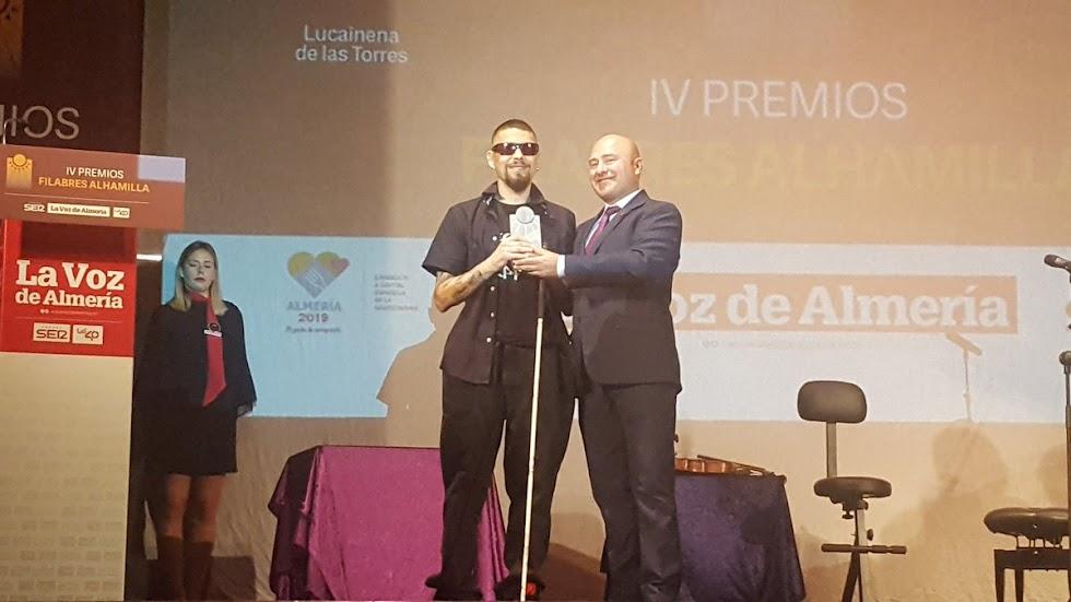 Raúl Martínez, conocido como El ciego del rapper, ha recibido el premio Comunicación.