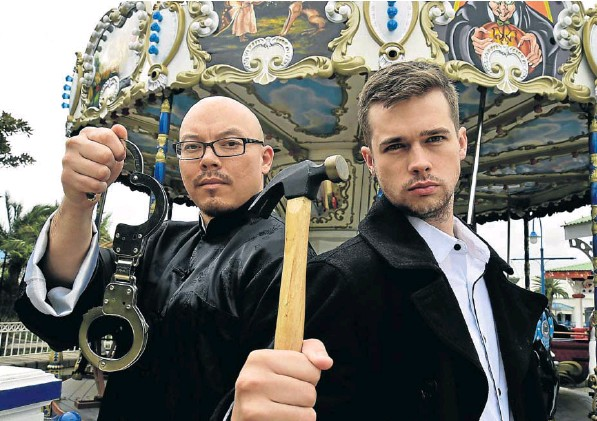 Escapologist Li Lau and mentalist Brendon Peel have joined forces for 'Carnival Sideshow' at the National Arts Festival