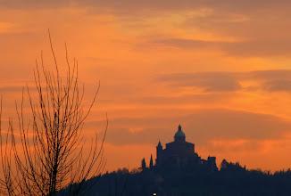 Photo: 5 marzo 2014, la basilica di San Luca vista da via Fioravanti