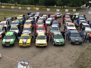 Photo: Autos mit Besatzung des Schottercups Bild: Lutz Steinbach