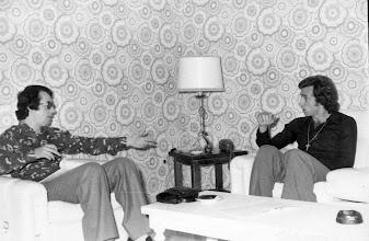 Photo: Quique Wolff, internacional argentino y después jugador de UD LAS PALMAS y REAL MADRID, recibe a Amado Moreno en su domicilio de la calle mesa y López, en la capital grancanaria