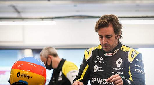 Fernando Alonso prueba el Renault F1 que llevará el próximo año en Barcelona