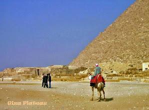Photo: Mooi tafereel tussen de piramides