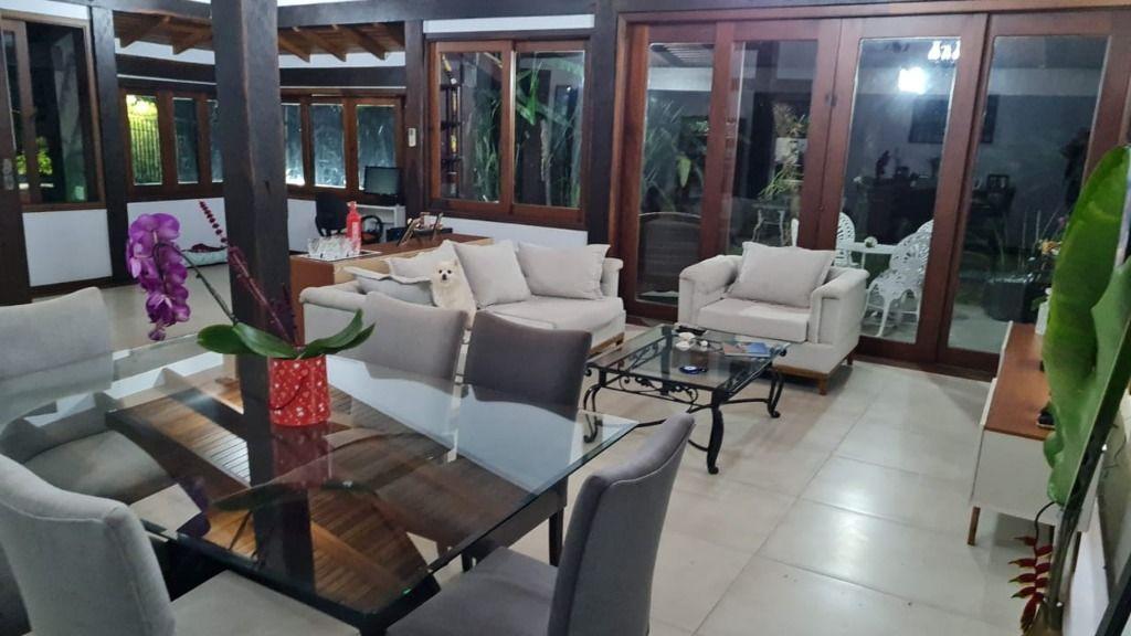 Casa com 3 dormitórios à venda, 320 m² por R$ 1.290.000,00 - Chácara dos Lagos - Carapicuíba/SP