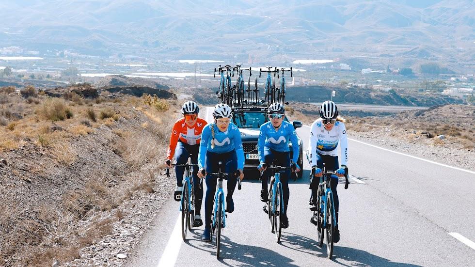 El equipo femenino en la subida a Sierra Alhamilla.