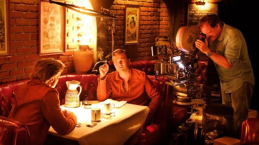 Quentin Tarantino dirige a Brad Pitt y Leonardo DiCaprio en la escena ambientada en Almería.