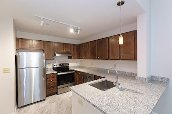 Go to Park St - 2 Bed, 1.5 Bath Townhouse Floorplan page.