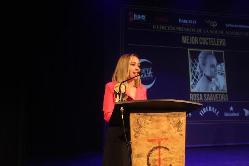 La galardonada, tras recibir el Premio de la Noche Almeriense, durante su intervención.