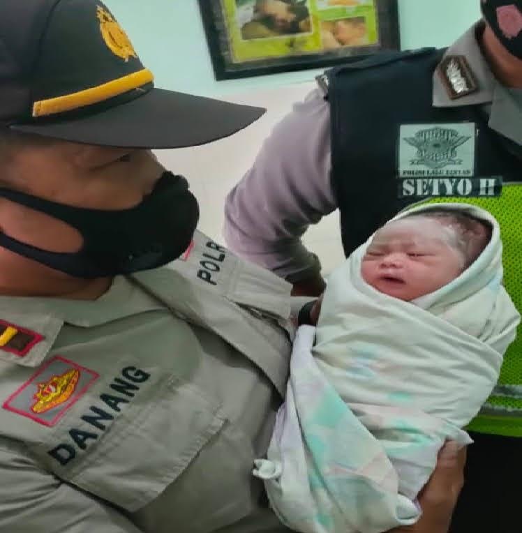 Warga Temukan Bayi Laki-Laki Di Dalam Masjid Masjid An Nur Jetis Ponorogo