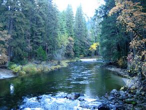 Photo: Yosemite kanyonunda Merced Nehri.