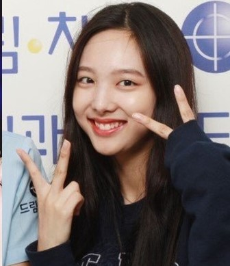 kpop-idol-girls-bare-faced-without-makeup-twice-nayeon-main