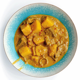 Kaeng Kàrìi (Yellow Curry with Beef and Potatoes)