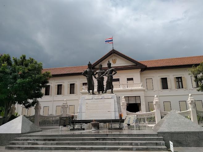 三人の大王の記念像