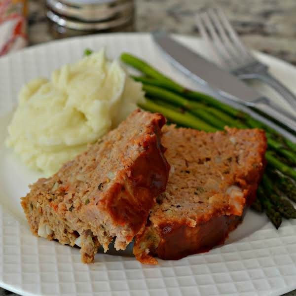 This Family Friendly Quick And Easy Ground Turkey Meatloaf Is Seasoned With Onion, Garlic And Oregano And Topped With A Quick Three Ingredient Sweet Glaze.  This Delicious Alternative To Beef And Pork Is Just As Tender And Juicy With A Lot Less Calories.