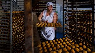 Elaboración y comercialización propia que desde bien temprano se hornea a fuego lento para preparar deliciosos postres que endulzan la comarca.
