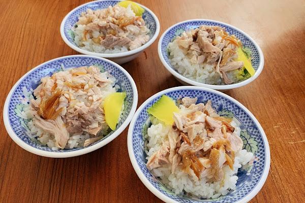 阿溪雞肉飯:清爽好吃的雞肉飯和小菜,沒吃到招牌肉片飯和半熟蛋