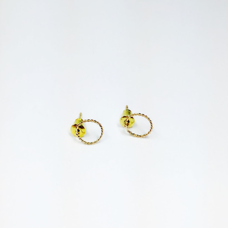 E055_G - G. Twisting Circle Earrings
