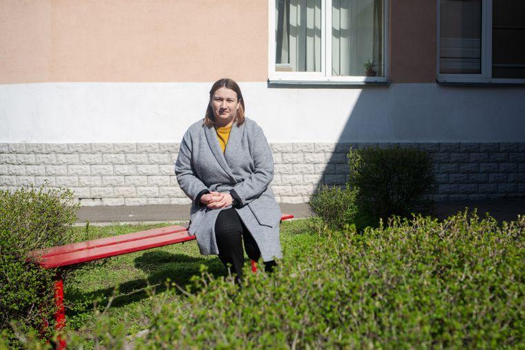 Врач-физиотерапевт Анна Яцульчак работает в отделении мобильной паллиативной помощи Киевского городского детского диагностического центра. Она занимается с детьми, которых невозможно вылечить, но качество жизни которых можно существенно улучшить, Киев, 26 марта 2020 года
