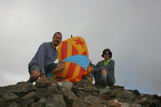 Photo: Ita Collado i Xevi Montes (LL/D, R/G, P/C, Trucs, caps i pares del Gaudí) al Pic de Finestrelles (2.827m). Van Pujar per Llo, Catalunya Nord